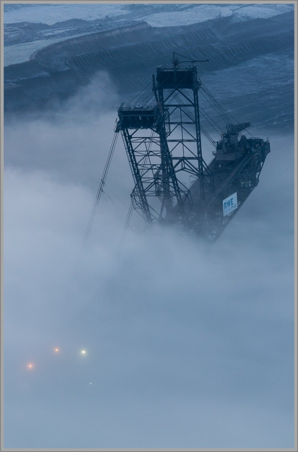 Bagger 281 im Nebel - Tagebau Inden