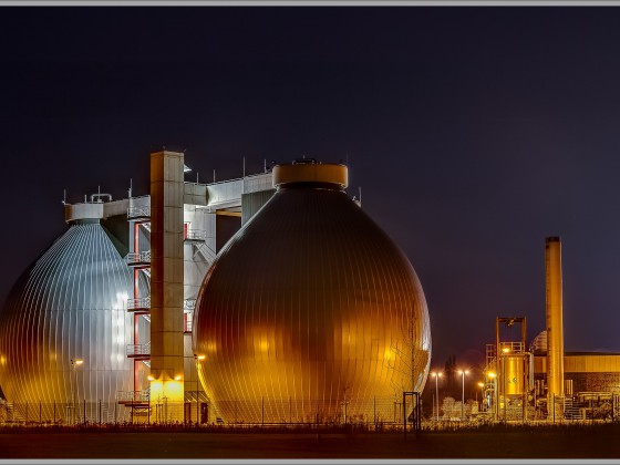 Biogas Anlage bei Nacht - HDR